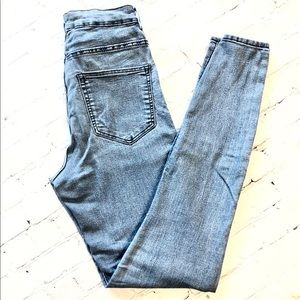 H&M High Waisted Skinny Jeans Light Wash
